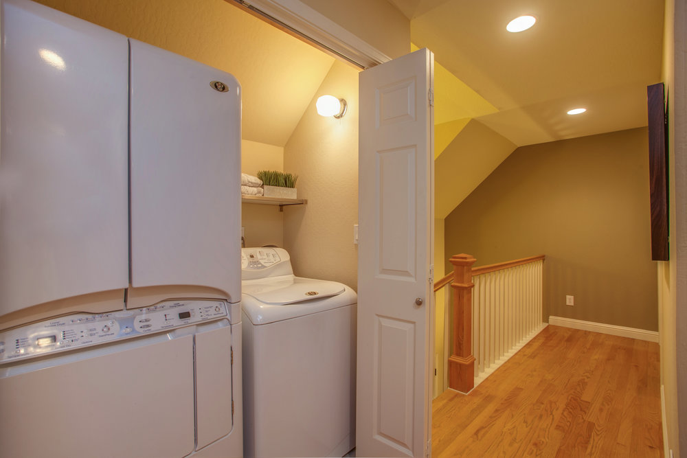 1651_jacob_avenue_MLS_HID1157984_ROOMlaundrycloset.jpg