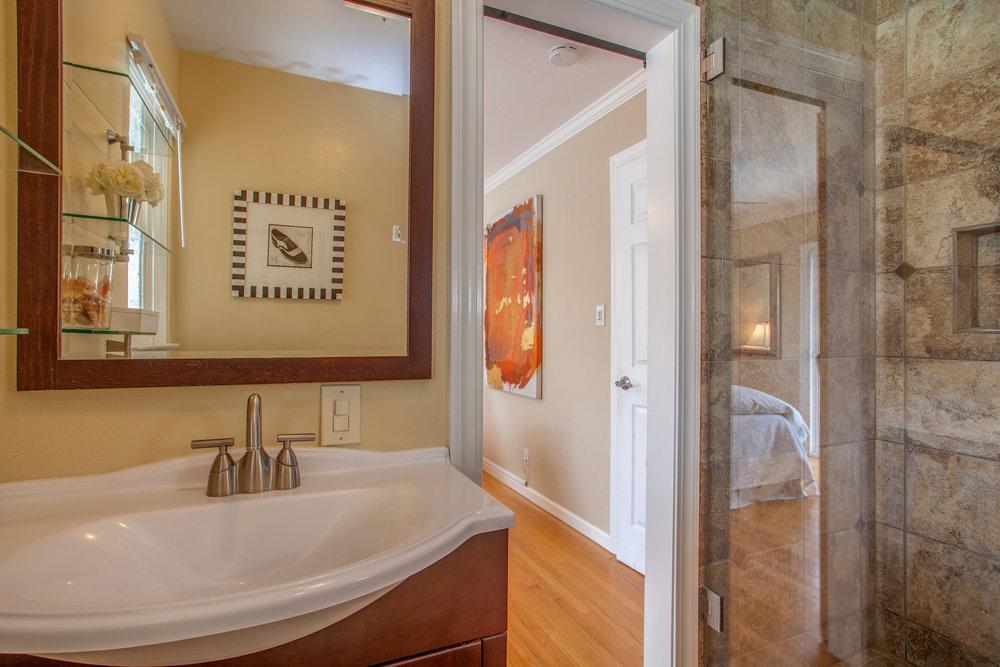3653_manda_drive_MLS_HID1161980_ROOMmasterbathroom.jpg