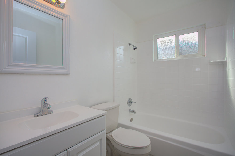 1961_mclaughlin_ave_MLS_HID1162795_ROOMfullbathroom.jpg