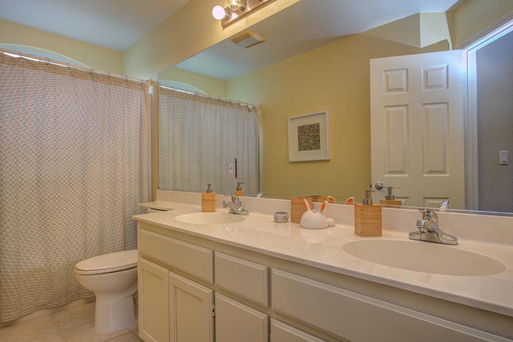 205_accolade_drive_MLS_HID1169359_ROOMfullbathroom.jpg