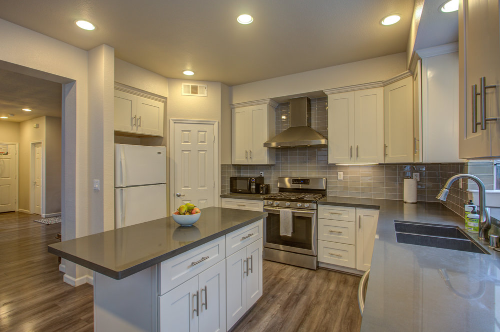 205_accolade_drive_MLS_HID1169359_ROOMkitchen3.jpg