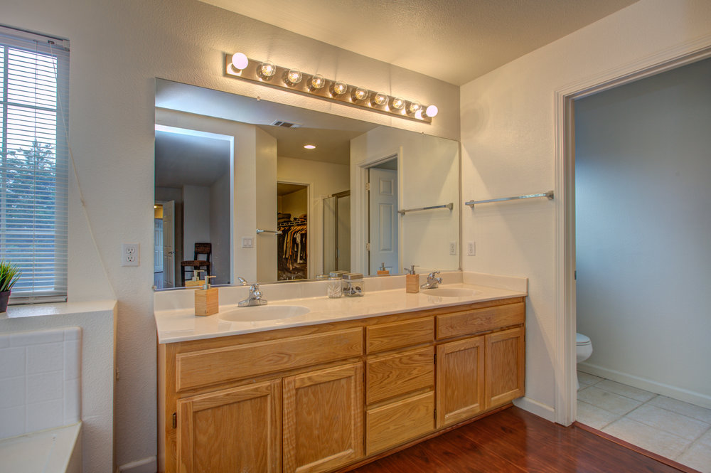 205_accolade_drive_MLS_HID1169359_ROOMmasterbathroom.jpg