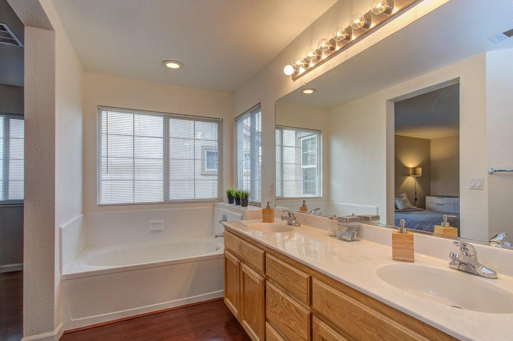 205_accolade_drive_MLS_HID1169359_ROOMmasterbathroom1.jpg
