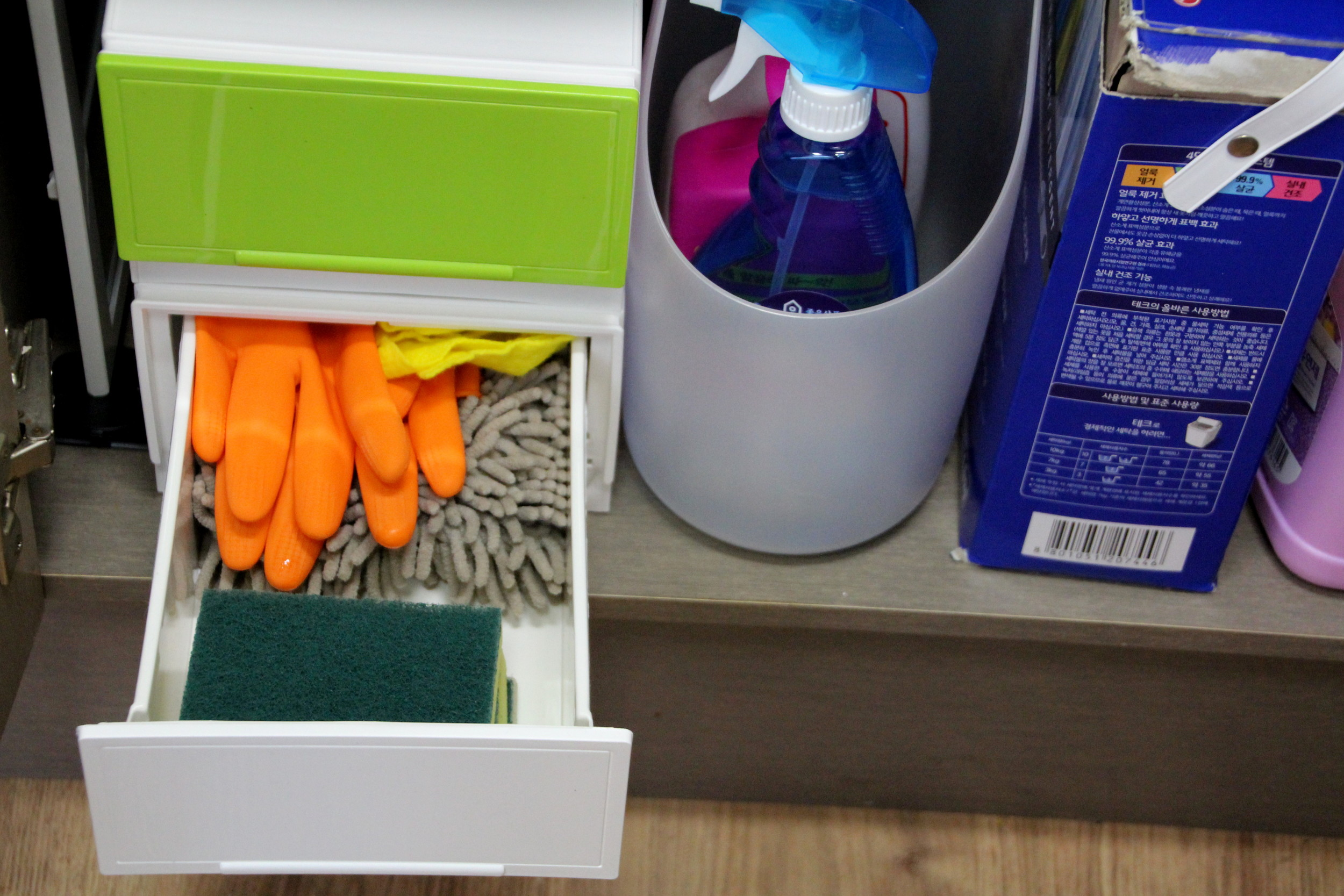 5 Minute Fix: Organizing Underneath the Sink
