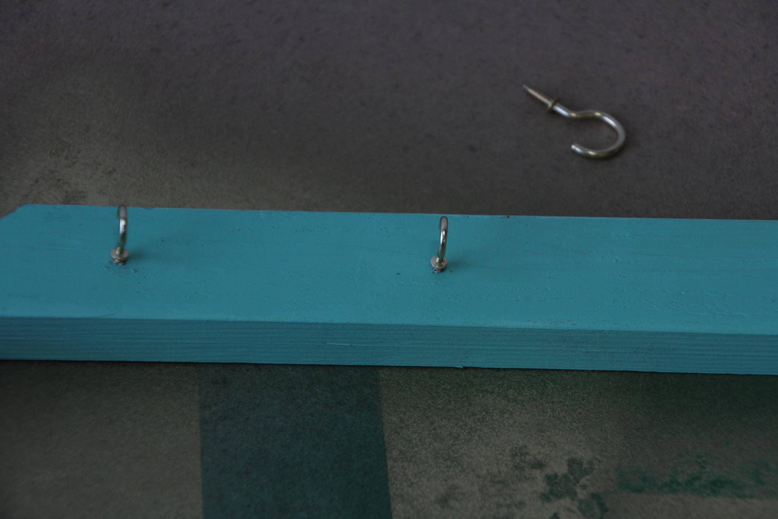 DIY Picture Frame Hanger