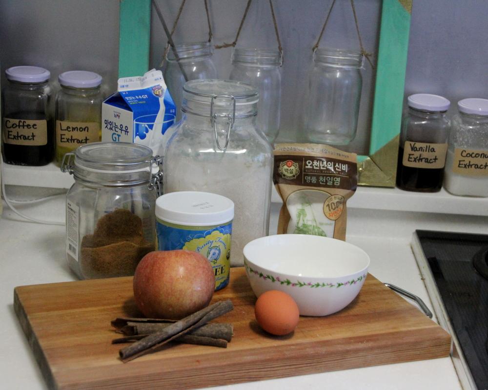 Apple cinnamon pancakes with vanilla cinnamon syrupIMG_0475