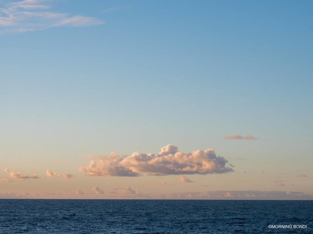 CLOUD. This is typically the type of photos that I wouldn't mind hanging on my wall - simple, yet beautiful!