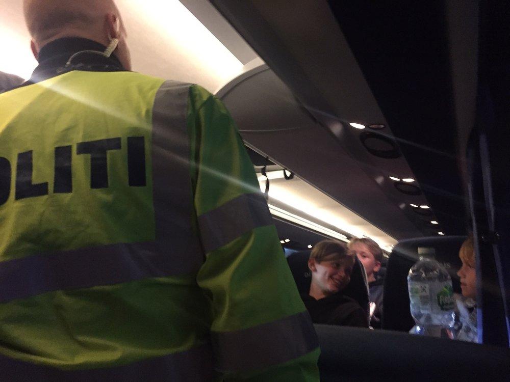 """Selv om vi alle selvfølgelig var klar med vores pas da vi kørte af færgen klarede vi paskontrollen med at synge """"I Danmark er jeg født"""" for den flinke politimand."""