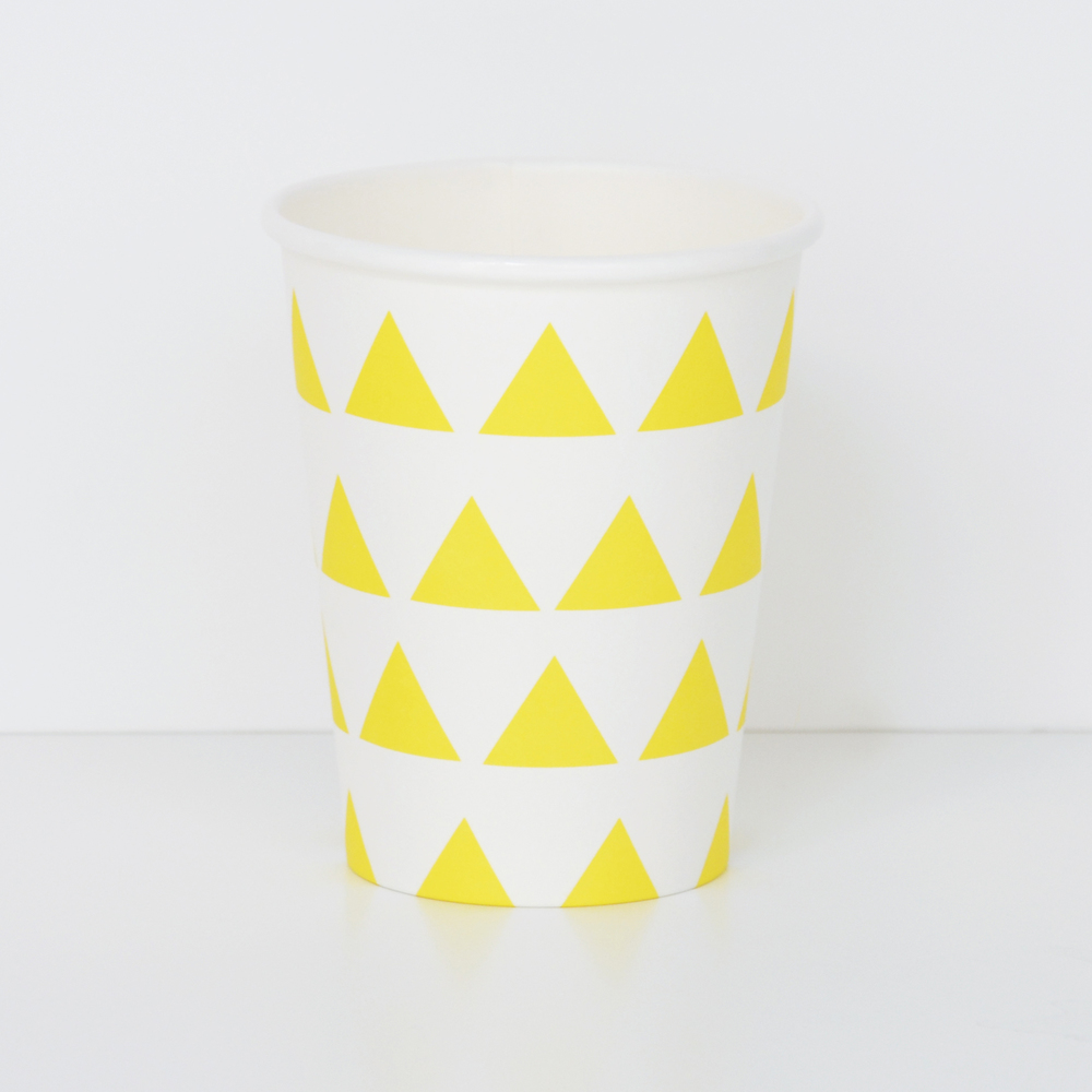 8 yellow triangle cups