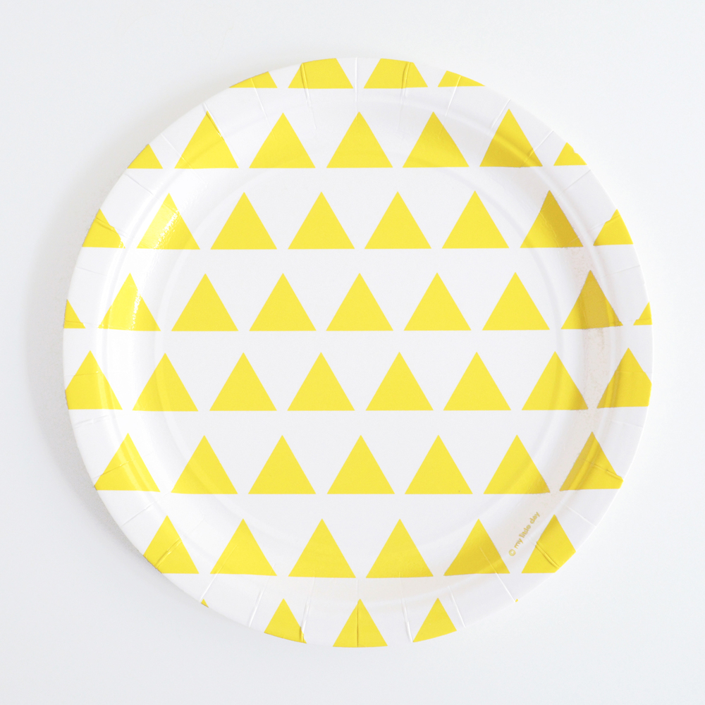 8 yellow triangle plates