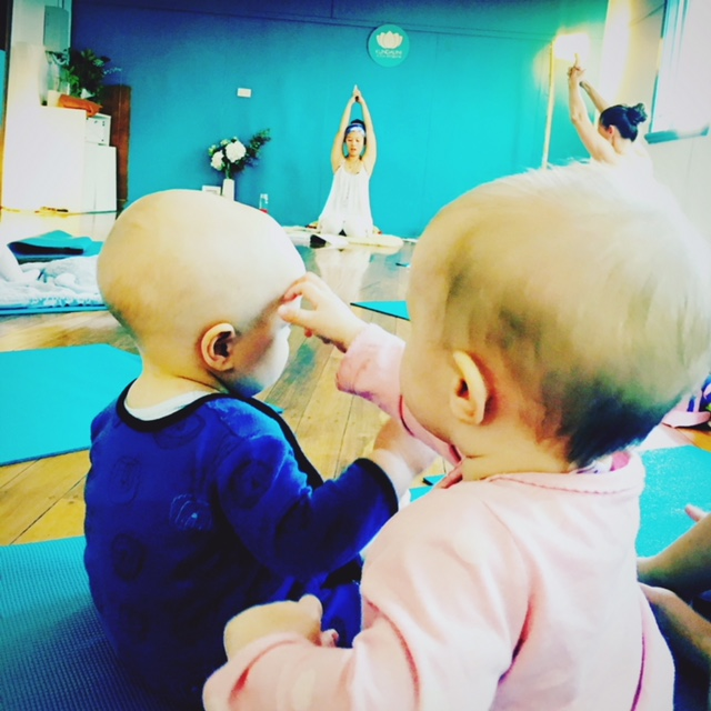 mums-and-children-bubs-yoga-brisbane-westend-prenanal-kundalini-yoga-classes