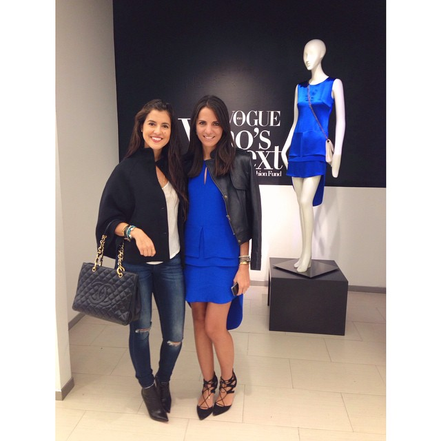 Say hello to a gorgeous woman inside and out, the lovely @kellytalamas #ootd #fblogger #perlasycamelias