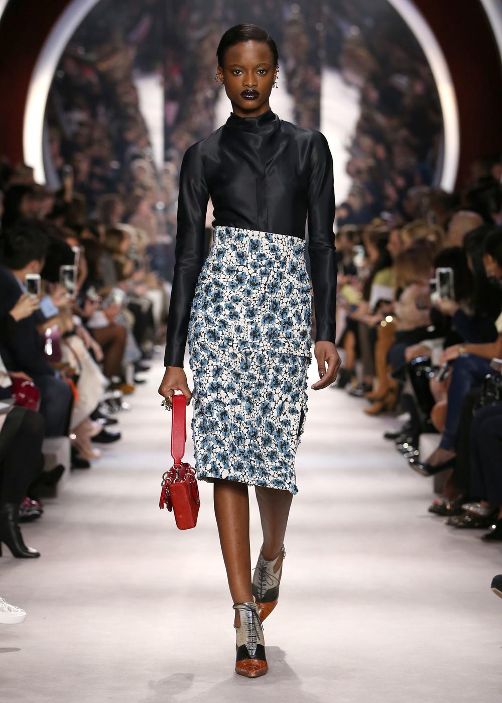 Who doesn't love an amazing skirt with a killer shirt? // Me encanta, siempre me ha encantado la combinación de falda alta con camisa... y esta está pero preciosa =)