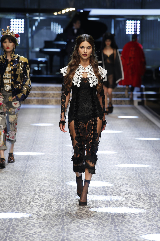 Dolce&Gabbana_women's fashion show fw17-18_Runway_images (6).jpg