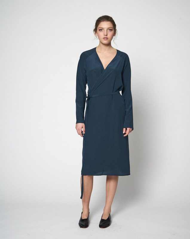 Wrap-Dress-Petrol_Monique-van-Heist_Front_Keen-Stockholm.jpg