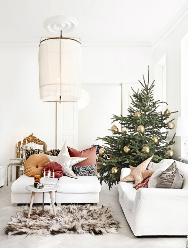 Luxe-Christmas-decor-900x1183.jpg