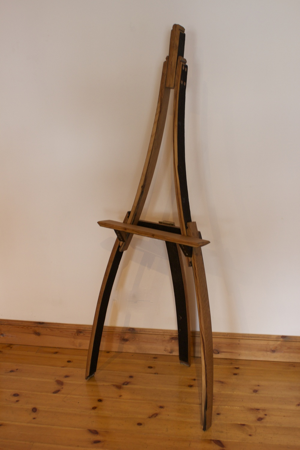 Whisky barrel easel
