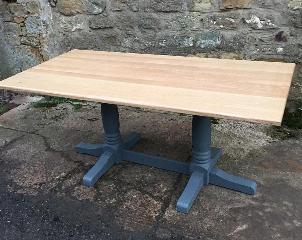 Oak dinging table