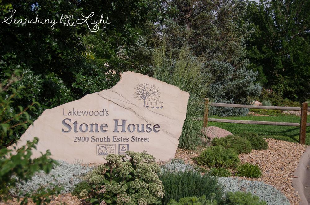 Lakewood stone house wedding photos by Denver wedding photographer searchingforthelight.com