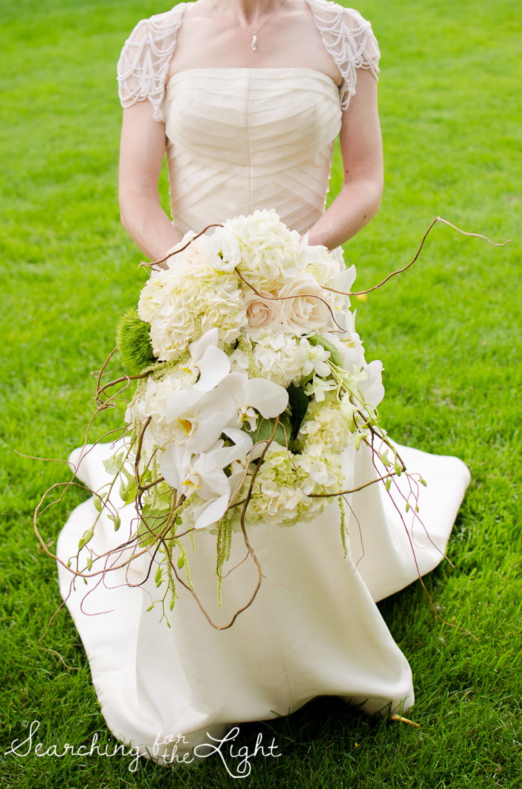 unique wedding flowers Lakewood stone house wedding photos by Denver wedding photographer searchingforthelight.com