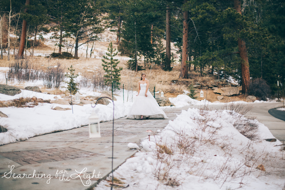 colorado wedding photographer, winter estes park wedding, winter wedding, first look photos