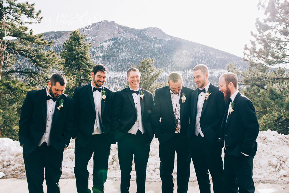 colorado wedding photographer, winter estes park wedding, winter wedding, fun groosmen photos