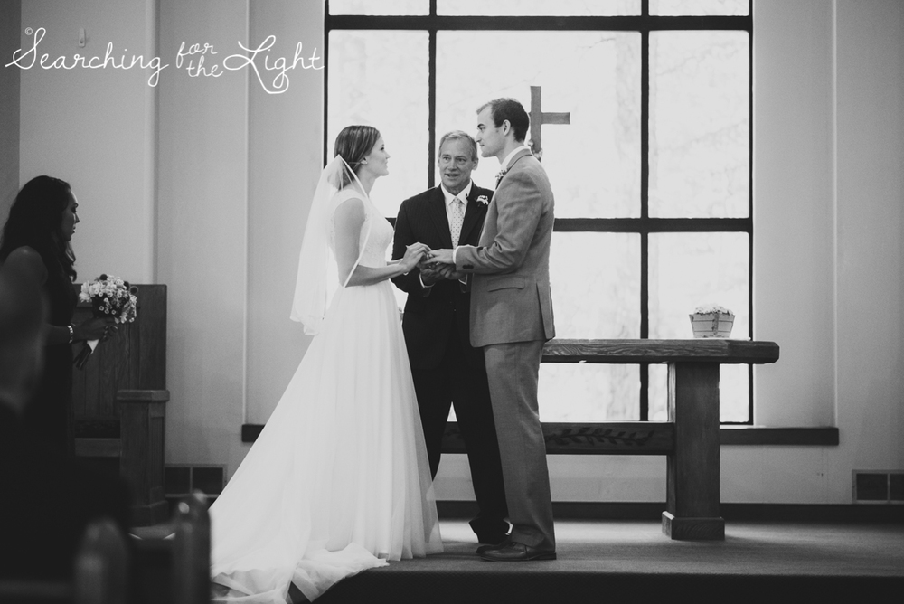 27beaver_creek_chapel_wedding_mountain_wedding_photos_sam&kevin_0630_bw.jpg
