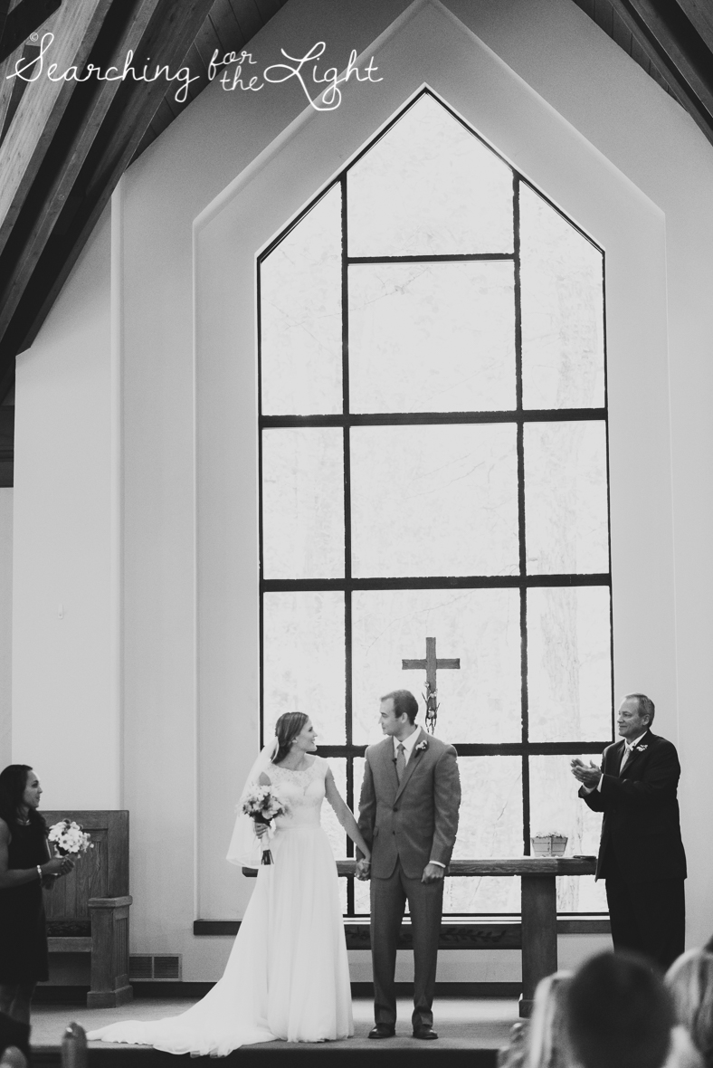 30beaver_creek_chapel_wedding_mountain_wedding_photos_sam&kevin_0952_bw.jpg
