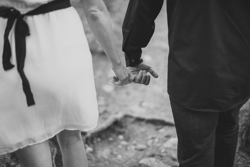 51-30couple-anniversary-engagement-photographer-colorado-mountain-wedding-photographer-engagement-photos-cynthia&chris-2536-2.jpg