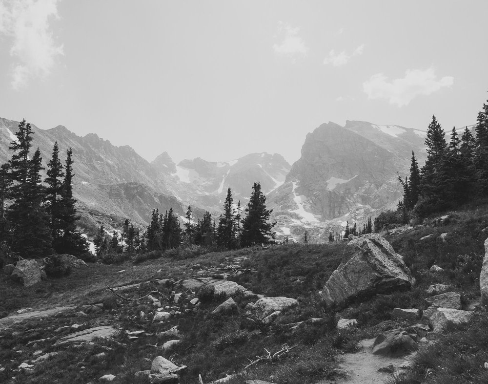 26elopement-photographer-colorado-lake_isabelle_colorado_glacier_095bw.jpg