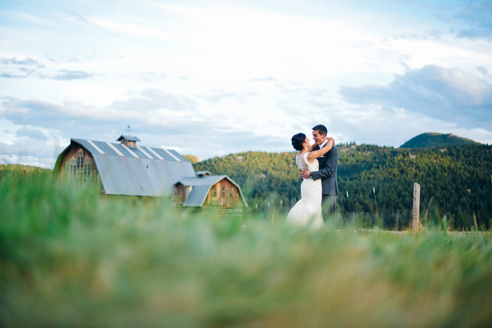 37elopement-photographer-colorado-evergreen_barn_wedding_photos_mountain_wedding_photographer_courtney&kirby_4016.jpg