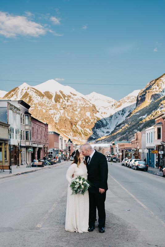 01-telluride-winter-wedding-mountain-wedding-photographer-paige&chad-0937-2.jpg