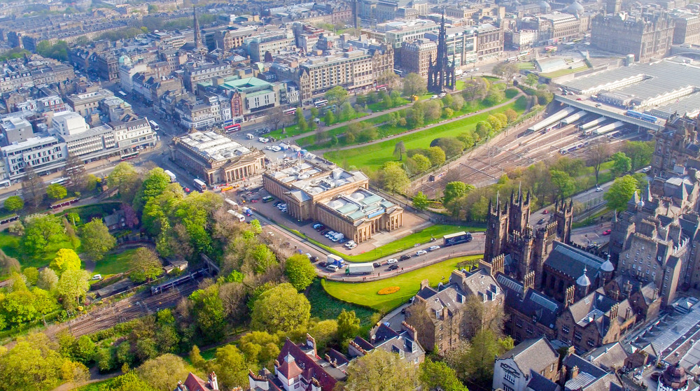 160510 Edinburgh Castle Princes St Gardens A003.jpg