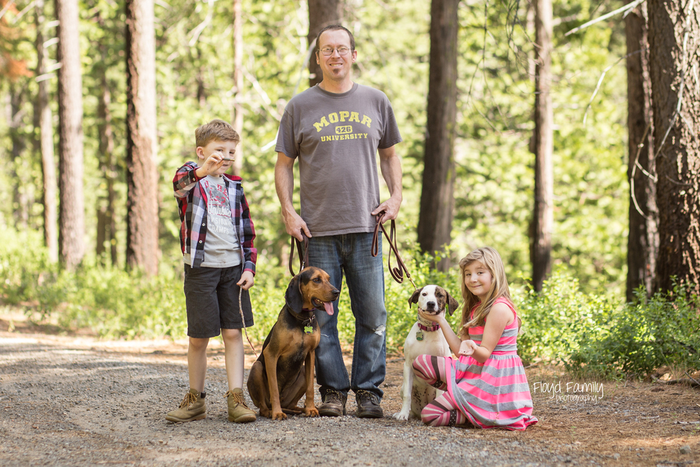 family sitting with dogs on trail | Placerville-Family-Photos