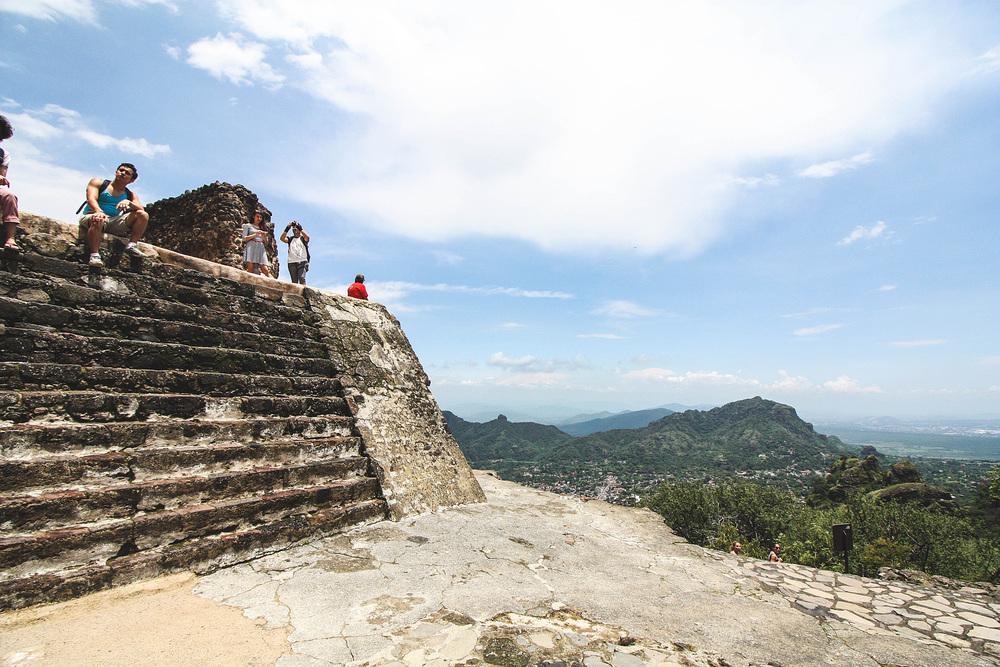 De berg en de tempel danken hun naam aan Tepoztecatl, een sterke Mexicaanse krijger die volgens de legende alle stenen eigenhandig de berg heeft opgedragen en zelfs de volledige tempel in zijn eentje heeft gebouwd!