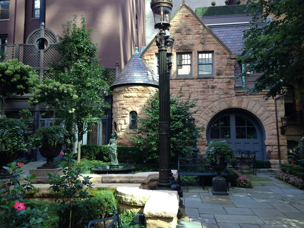 """Rebuilding the """"Second"""" City: River North & Cathedral District"""