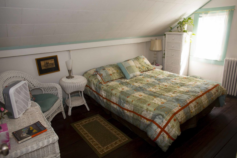 The Quaint Room - Queen Bed