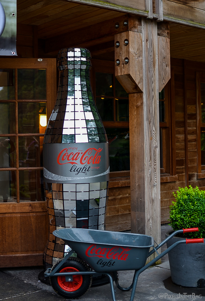 Grande bouteille etincellante de Coca-Cola Light