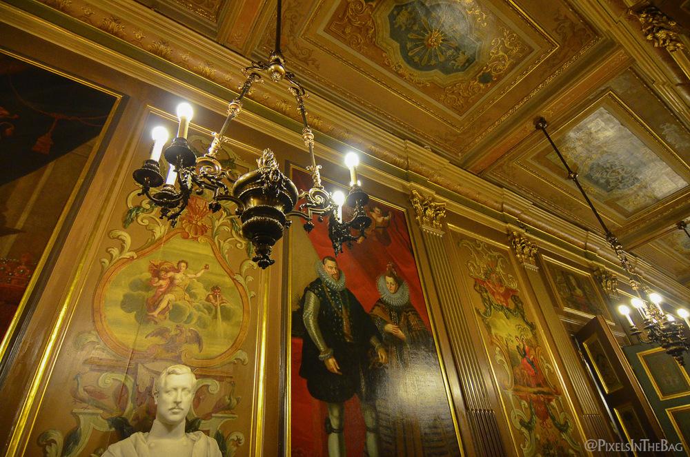 Effets lumière à la nocturne des musées.