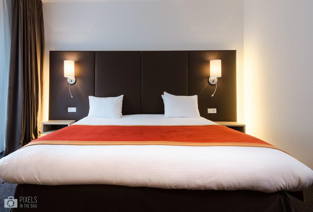 La photo de la splendide chambre a été réalisée en étroite 'collaboration' avec notre deuxième aventure photographique,Pixels In The House. ;)