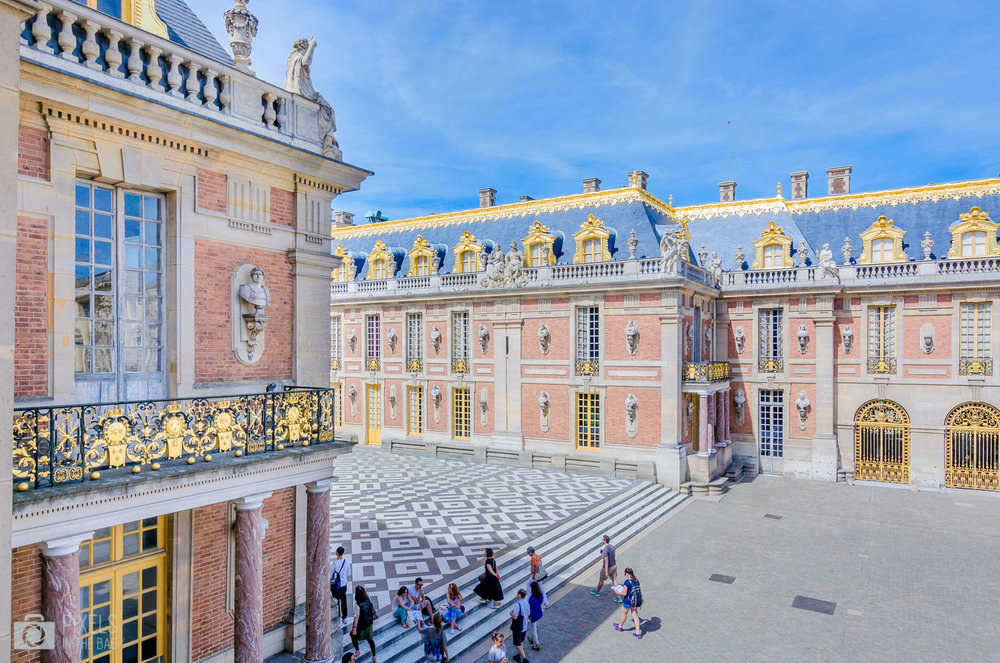 La cour de Marbre construite par Louis XIII en 1623.
