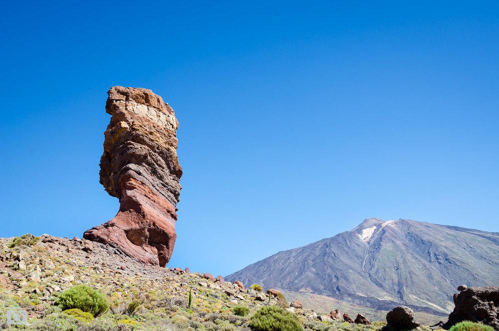 La célèbre formation rocheuse «doigt de Dieu » et le volcan El Teide