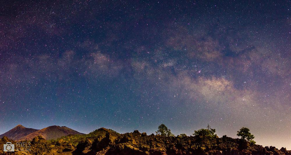 Tout à gauche de la photo, vous pouvez voir El Teide, le petit volcan qui fait seulement 3718 mètres ;)