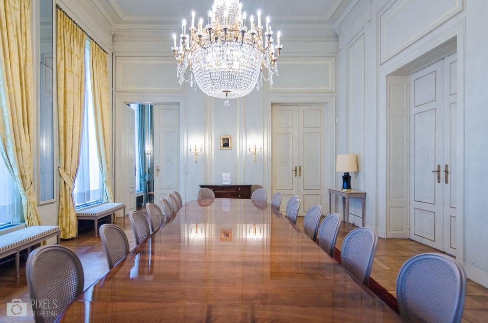 La salle à manger offrant une vue une peinture représentant Charles Liedts, un homme politique belge de tendance libérale.