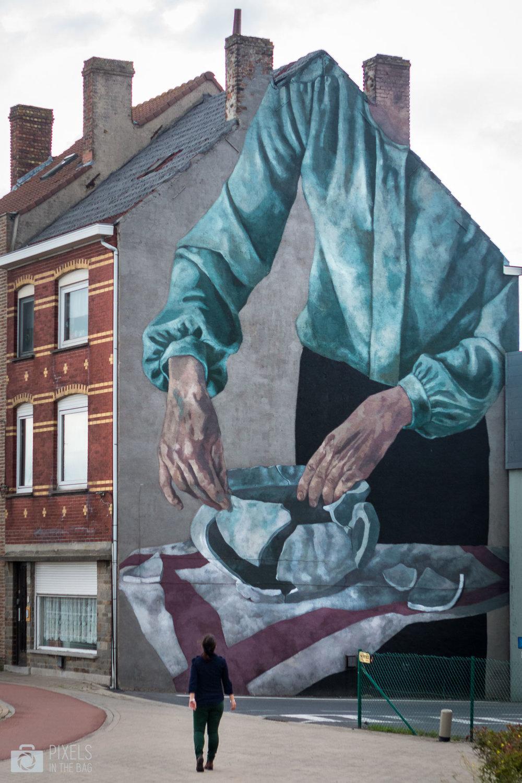 La femme, un être à la fois fort et fragile, telle une allégorie de l'histoire de la Belgique connue un peu partout dans le monde, allant même jusqu'en Argentine, pays natal de l'artiste  Hyuro .