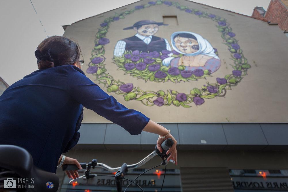 L'œuvre de l'italien  Pixel Pancho  vous fera certainement penser au fameux garçon en bois aimé par des millions d'enfants et leurs parents. La raison d'une telle juxtaposition est visible dans cette représentation des deux paysans moyenâgeux.