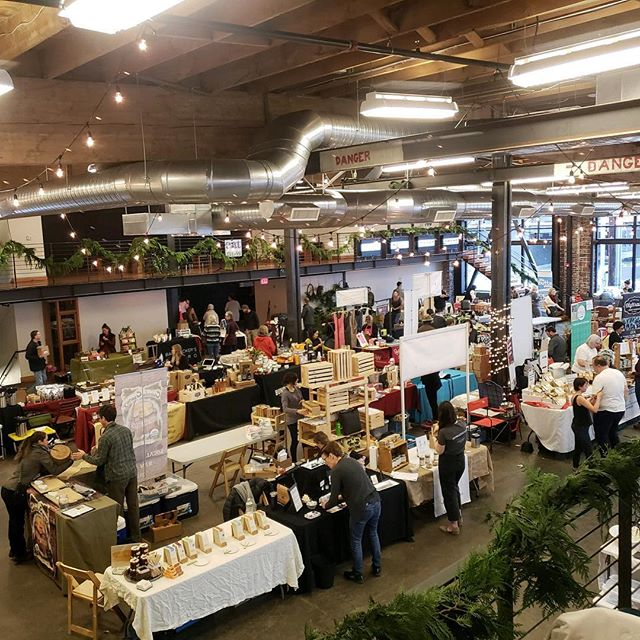 Calling all foodies! The best of Oregon craft food & beverage makers under one roof @leftbankannex for Holiday shopping extravaganza! Stop by for our event special $10 off! Today - now until 5pm!