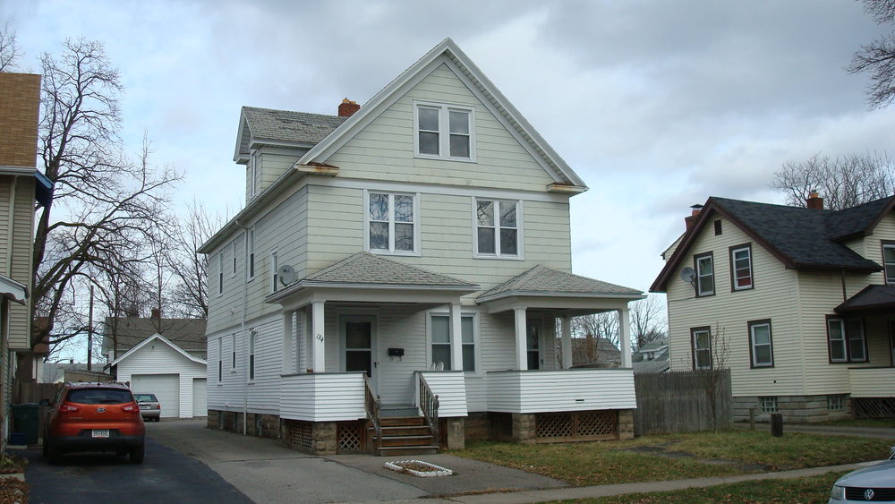 4 bedrooms, 2 bathrooms, 3 offices.  deck and custom kitchen. close to the university of rochester.