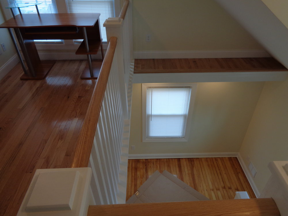 New Wood Finished Flooring Throughout This Beautiful Rochester Student Home For Rent