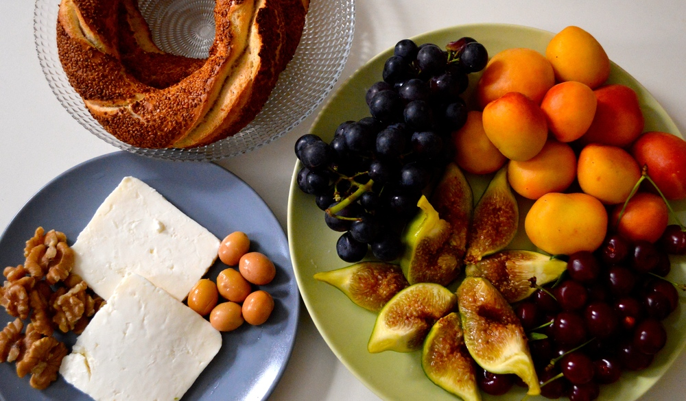 Simit, beyaz peynir, olives, walnuts, apricots, grapes, sour cherries, and figs!